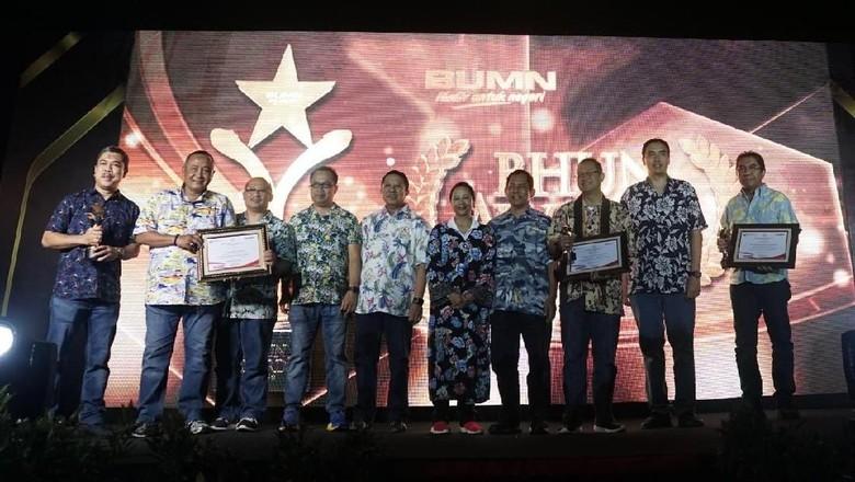 Hutama Karya Sabet 2 Penghargaan dari Kementerian BUMN