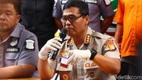 Kabid Humas Polda Metro Jaya Kombes Argo Yuwono mengatakan kedua tersangka itu membeli sabu di wilayah Jakarta Timur. Pembeliannya itu dengan cara pembayaran tunai.