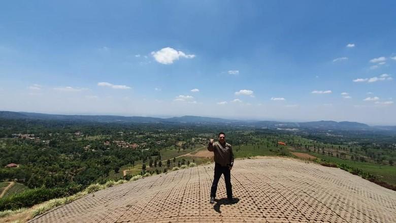 Pemandangan Bukit Sentiong. (Foto: Dok. Dokumen Disparbud Jabar)