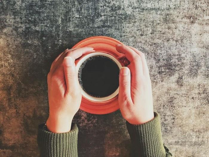 Kopi Hitam - Kopi jenis ini yang paling sedikit mengandung kafein. Karena menikmati kopi ini hanya perlu racikan dari serbuk biji kopi dan air saja. Menikmati kopi hitam ini tak perlu trangu, karena hanya mengandung kurang dari 5 kalori per cangkirnya. Tak heran jenis kopi ini yang paling sedikit kalorinya. Foto: iStock/istimewa