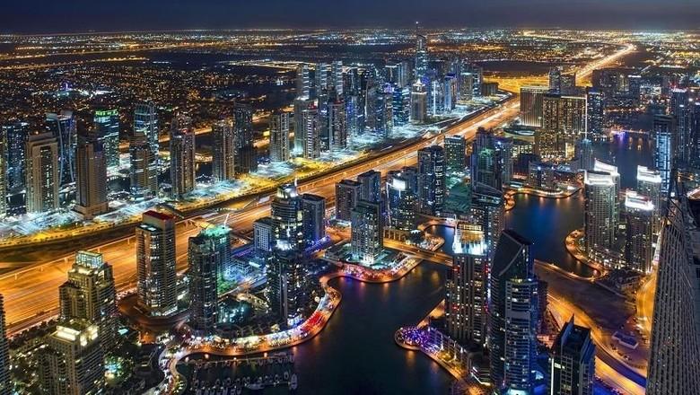 Panorama Dubai di malam hari (Dubai Tourism)