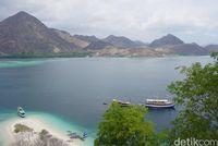 Sehari Berlayar di Labuan Bajo, Begitu Epik Pulau Kelor-Kalong