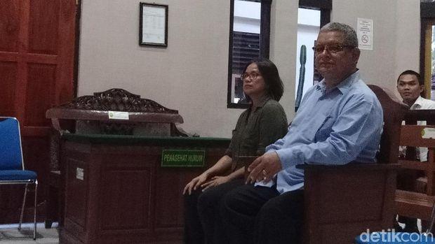 Warga Negara (WN) Peru Guido Torres Morales (55) diadili di PN Denpasar karena penyelundupan kokain