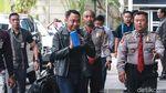 Ekspresi Bupati Lampung Utara Saat Tiba di KPK