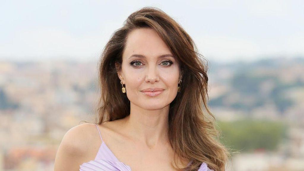 Angelina Jolie Sebut Brad Pitt Pelaku KDRT, Tak Layak Dapat Hak Asuh Anak
