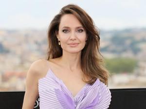 Demi Anak Perempuan di Afghanistan Ini, Angelina Jolie Buat Akun Instagram