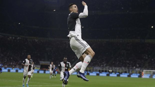 Cristiano Ronaldo dikabarkan membujuk Erling Braut Haaland gabung Juventus.