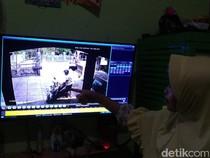 Rekaman CCTV 2 Pencuri Santuy Gasak Motor di Masjid Cipayung Jaktim
