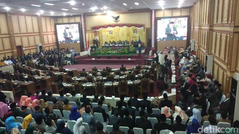 Anggota DPRD Sultra Doakan Randi-Yusuf Saat Pelantikan