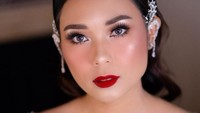 Influencer Ayla Dimitri Curhat Sedih Batal Umrah, Padahal Sudah di Bandara