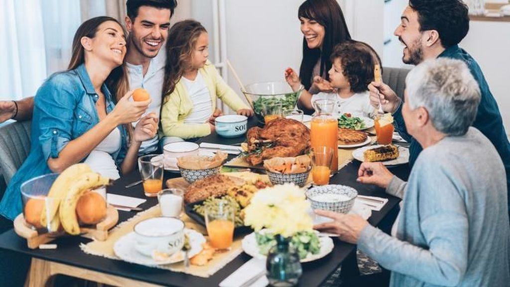 Saat Makan Beramai-ramai Orang Cenderung Makan Banyak, Ini Kata Ahli
