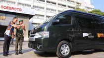 Mobil HiAce untuk RSPAD Gatot Soebroto