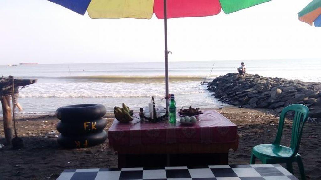 Foto: Pantai Paling Asyik Buat Santai di Pantura