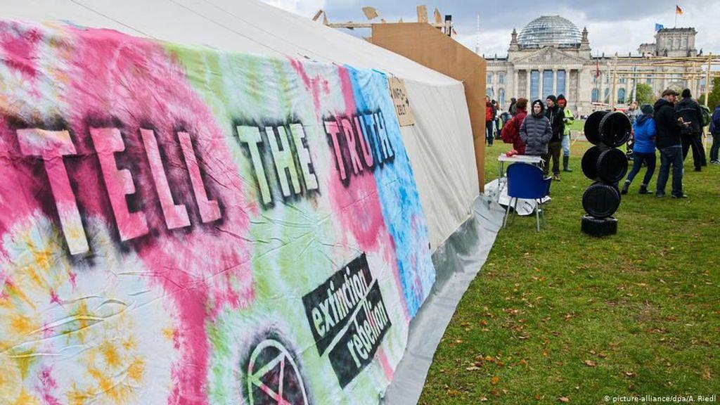 Aksi Sedunia Kelompok Pembela Iklim Extinction Rebellion Blokir Berlin