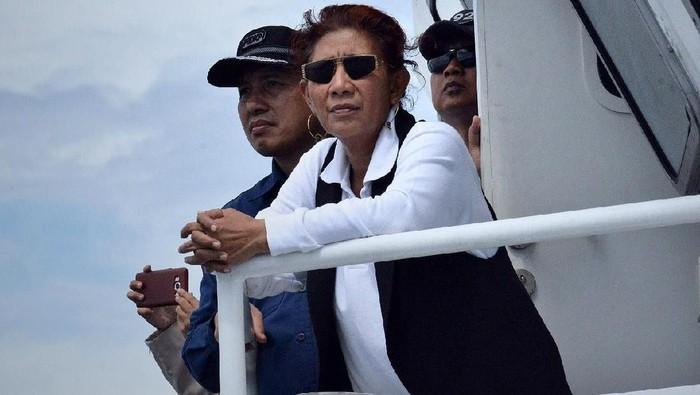 21 Kapal maling ikan asal Vietnam dan Malaysia ditenggelamkan. Menteri Kelautan dan Perikanan Susi Pudjiastuti memimpin langsung aksi ini.