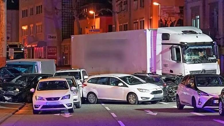 Truk Curian Tabrak Sejumlah Mobil di Jerman, Belasan Orang Luka