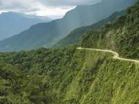 Karena julukan dan keindahannya, North Yungas Road kini lebih banyak dikunjungi oleh wisatawan. Kamu berani ke sini? (iStock)