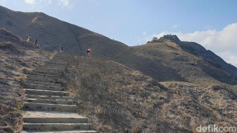 Jalur pendakian di Pulau Padar (Ahmad Masaul Khoiri/detikcom)