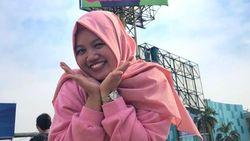 Niat Banget, Wanita Bekasi Viral Pasang Billboard Demi Di-Notice Idol Korea