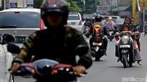 Viral Balita Bonceng Motor Sambil Tidur di Tangki, Polisi Beri Imbauan