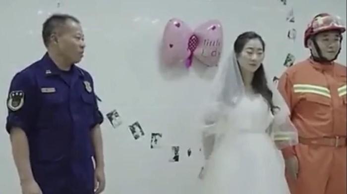 acara pernikahan perawat dan pemadan kebakaran. Foto: Youtube