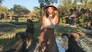 Vanessa Hudgens dan Ashley Greene di Bali