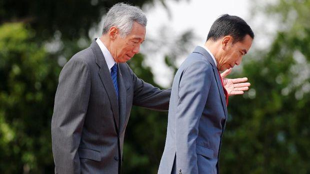 Presiden Jokowi saat bertemu PM Singapura Lee Hsien Loong /