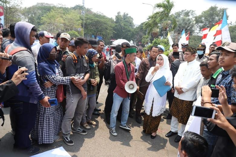 Saat Bupati Serang Temui Demonstran untuk Jawab Semua Tuntutan