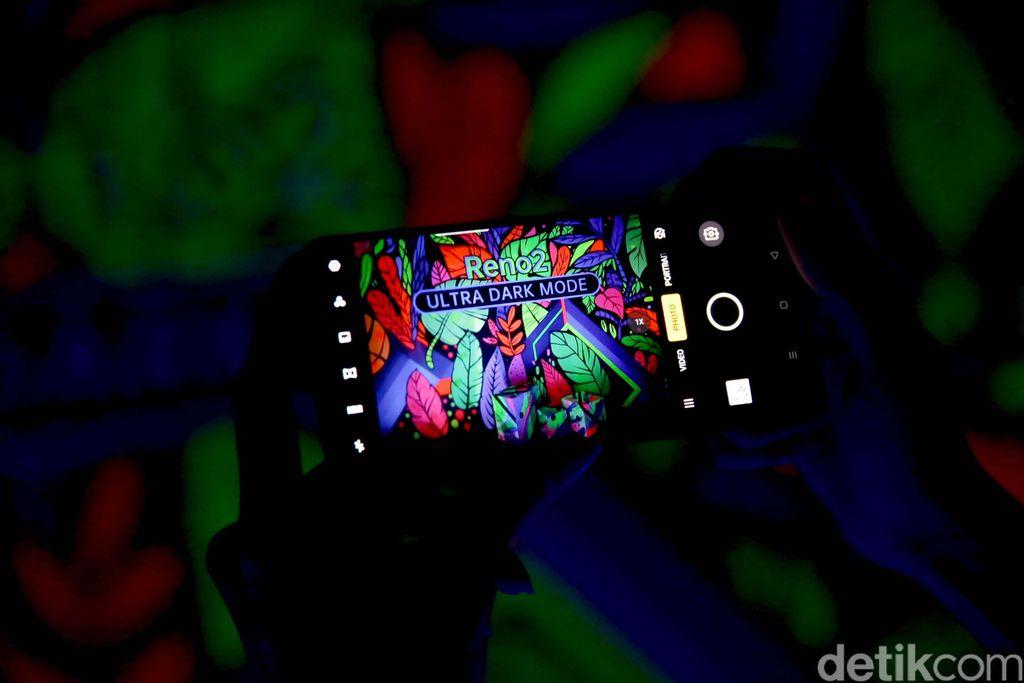 Reno2 menggunakan kamera 48 MP dengan sensor Sony IMX586 dan aperture f/1.7. Oppo turut memasang sensor wide-angle 116 derajat berukuran 8 MP. Lalu ada lensa tele 13 MP dengan aperture f/2.4 yang menawarkan kemampuan 20x zoom. Tidak ketinggalan sensor monochrome 2 MP.