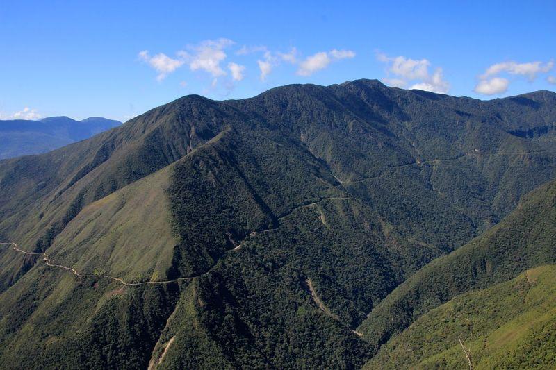 North Yungas Road adalah sebuah jalan yang menghubungkan Ibukota Bolivia, La Paz dengan dataran rendah Yungas. Dataran ini berada di wilayah Amazon. (iStock)