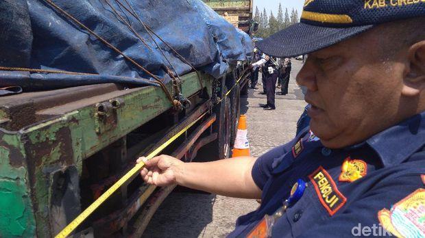 Bahayakan Keselamatan, 15 Truk ODOL Ditilang di Tol Palikanci