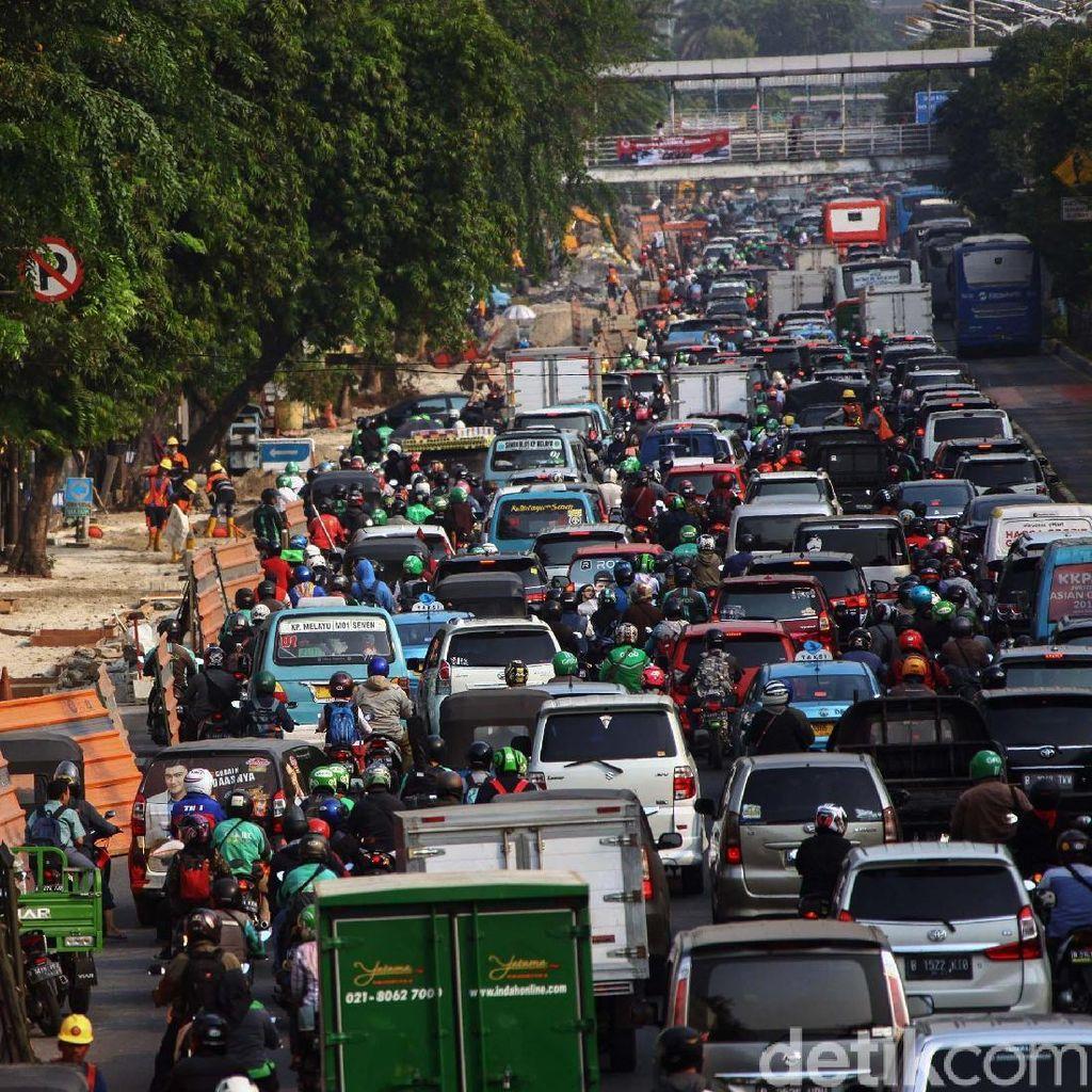 PDIP Kritik Pelebaran Trotoar di DKI Makan Lebar Jalan: Tambah Macet