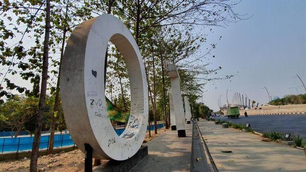 Landmark Kota Bekasi jadi korban vandalisme.