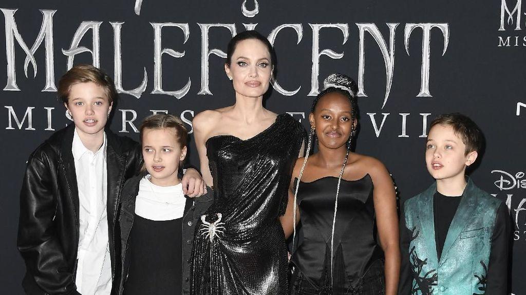 Foto: Gaya Kompak Jolie dan Anak-anaknya di Premier Maleficent 2