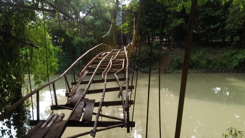 Jembatan Maut yang Sering Dilalui Siswa di Pidie Mulai Diperbaiki