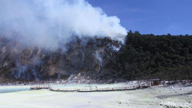 Hutan Gambut Terbakar, Wisata Kawah Putih Ditutup Sementara