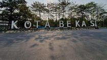 Duh! Landmark Kota Bekasi Dipenuhi Coretan Tangan Jail