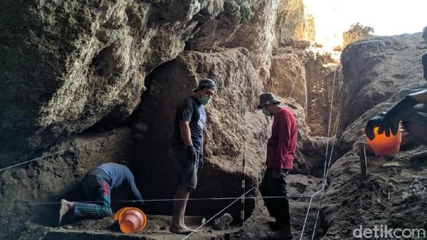 Dari hasil penelitian tersebut, ditemukan ada sembilan kerangka manusia purba. Dua diantaranya ditemukan oleh tim Puslit Arkenas pada tahun 2000 lalu. (Charolin/detikcom)