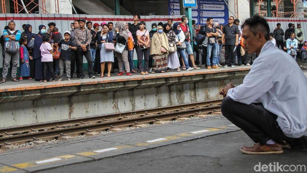 Akses Stasiun Manggarai Mau Diperlebar, Warga Duduki Tanah KAI Digusur