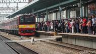 Perbaikan LAA Selesai, KCI Masih Urai Antrean KRL Masuk Stasiun Manggarai