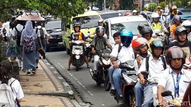 Lalu lintas sempat macet