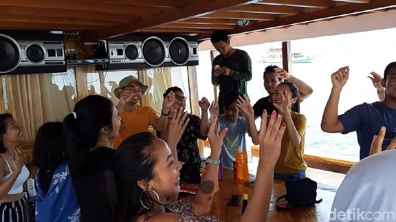 Live on board di kapal pinisi (Ahmad Masaul Khoiri/detikcom)