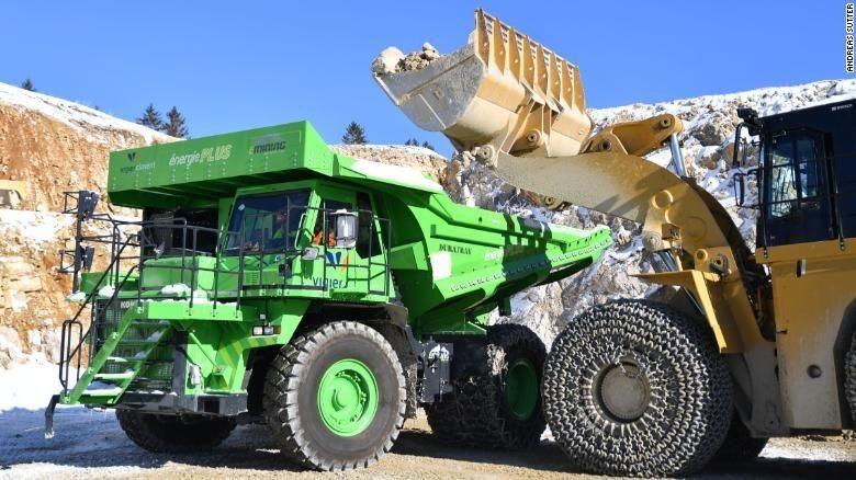 eDumper (truk tambang berwarna hijau) Foto: CNN