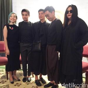 Dewi Fashion Knight Akan Tutup Jakarta Fashion Week dengan Karya 4 Desainer