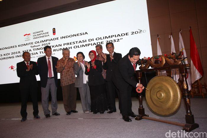 Ketua Umum Komite Olimpiade Indonesia (KOI) periode 2015-2019 Erick Thohir membuka kongres di Hotel Ritz Carlton, Jakarta, Rabu (9/10/2019).