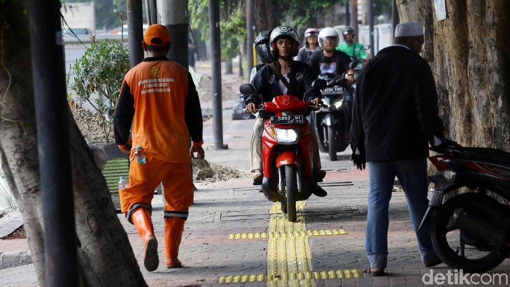 Dear Pemotor, Nekat Lewat Trotoar Setengah Juta Bakal Melayang