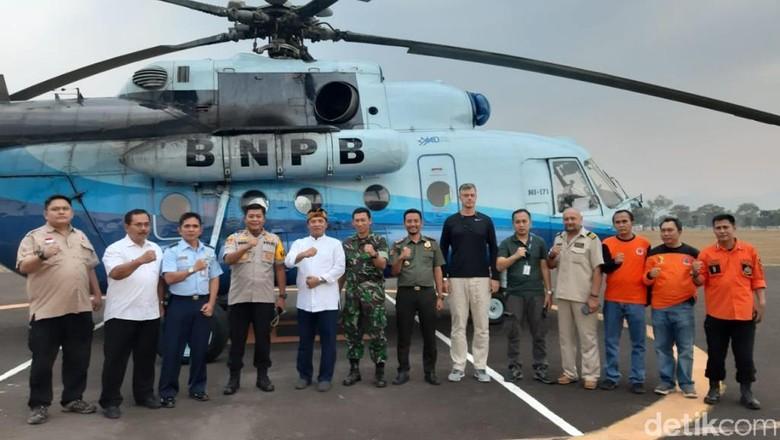 Helikopter Bom Air dari Riau Tiba di Bandung, Pemadaman di Kawah Putih Besok