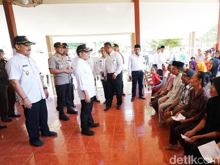 Bupati Anas Pantau Pelaksanaan Pilkades Serentak/Foto: Ardian Fanani