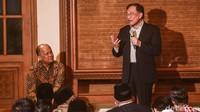 Anwar memberikan sambutan setelah acara tausiyah usai pembacaan surah Yasin.