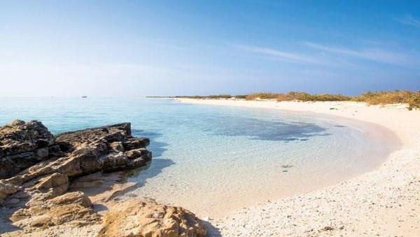 Umluj merupakan kota di Provinsi Tabuk yang dijuluki sebagai Maldivesnya Arab Saudi. Lokasinya dapat dicapai dengan berkendara dari Medina selama empat jam (Getty Images)